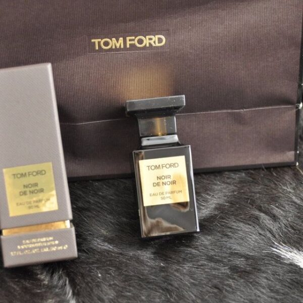 Nước hoa unisex Noir de Noir của hãng TOM FORD
