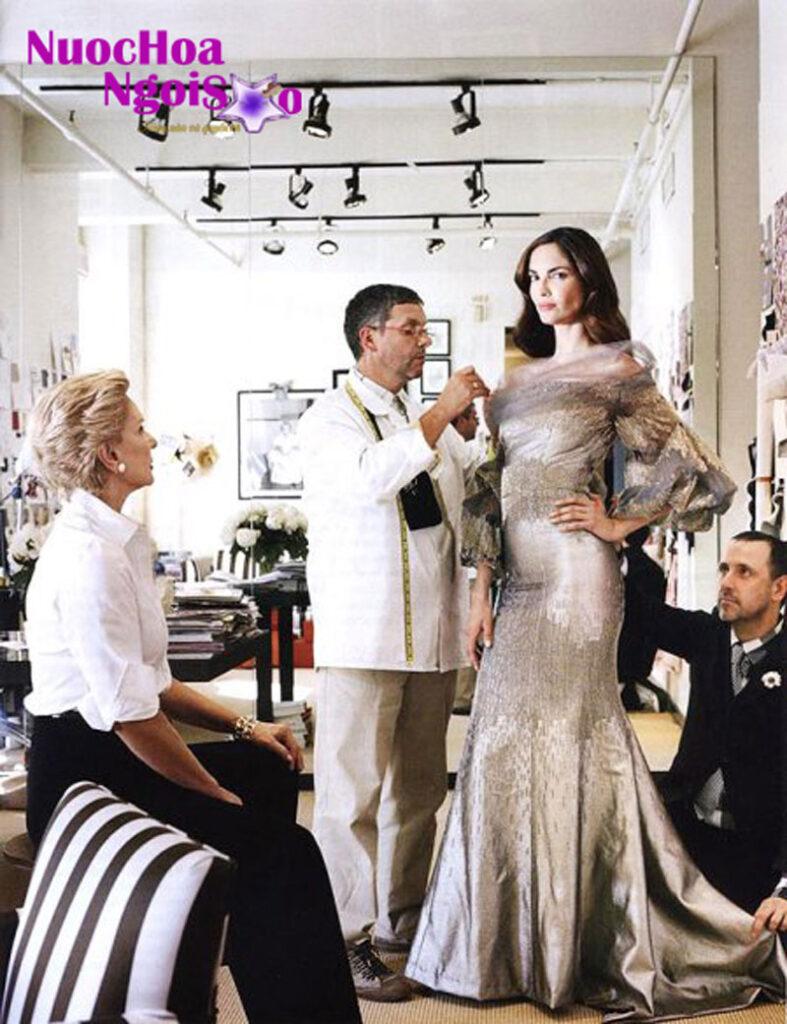 Bà đã tạo cú hích cho sự nghiệp thời trang thành công vang dội của mình khi thiết kế những bộ đồ thời trang cho một vài phụ nữ nổi tiếng tại New York.